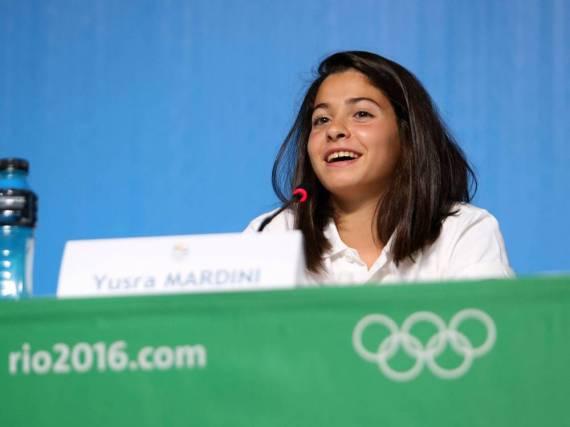 Yusra Mardini bei einer Pressekonferenz