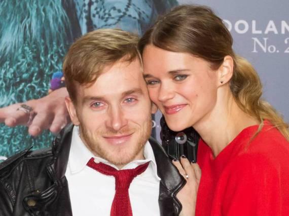 Im August 2015 verlobte sich Samuel Koch mit seiner Schauspiel-Kollegin Sarah Elena Timpe