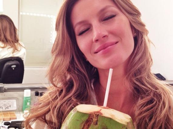 Das brasilianische Topmodel Gisele Bündchen schwört nicht nur äußerlich, sondern auch innerlich auf die Kräfte der Kokosnuss