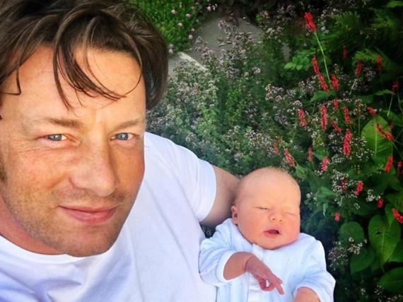 Jamie Oliver mit seinem neugeborenen Sohn