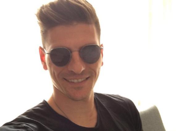 Im Frühsommer lächelte Mario Gomez noch in der Istanbuler Sonne - nun geht es für ihn nach Wolfsburg