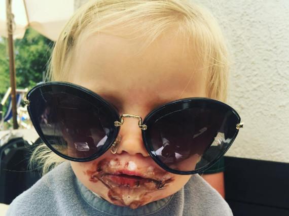 Der Tochter von Michelle Hunziker scheint das Eis zu schmecken