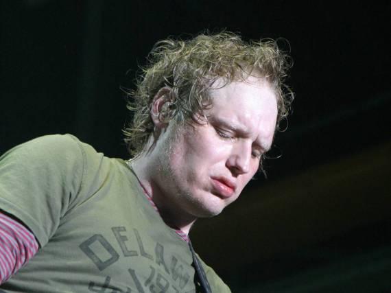 Matt Roberts während eines Auftritts mit 3 Doors Down