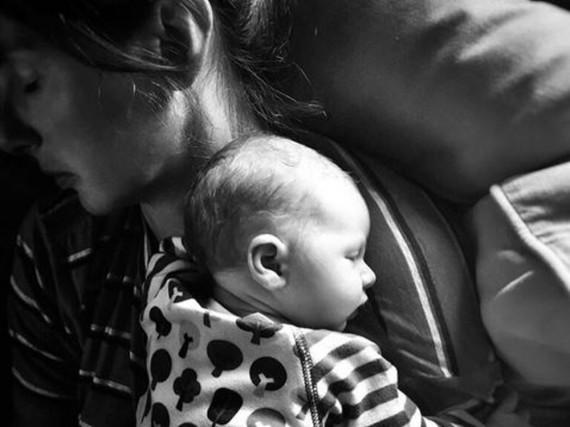 So müde: Jamie Olivers Frau und ihr neugeborener Sohn
