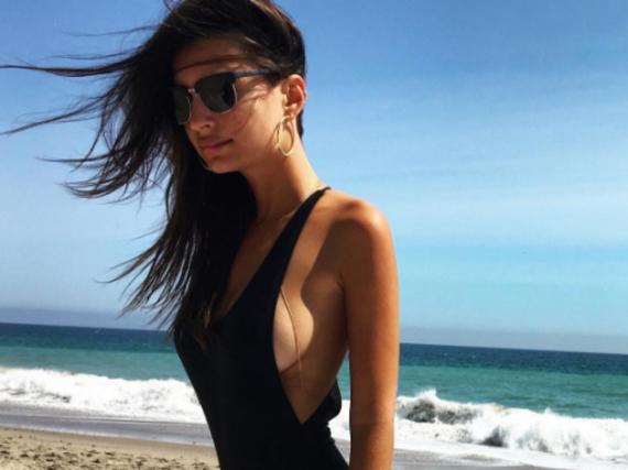 Emily Ratajkowski genießt ihren Badetag am Strand