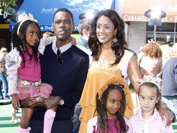 Chris Rock mit seiner damaligen Frau Malaak Compton-Rock, seinen leiblichen Kindern und Ntombi (l.)