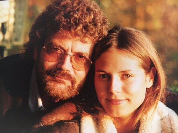 Damals: Heidi Klum posiert in Jugendjahren mit ihrem Vater Günther