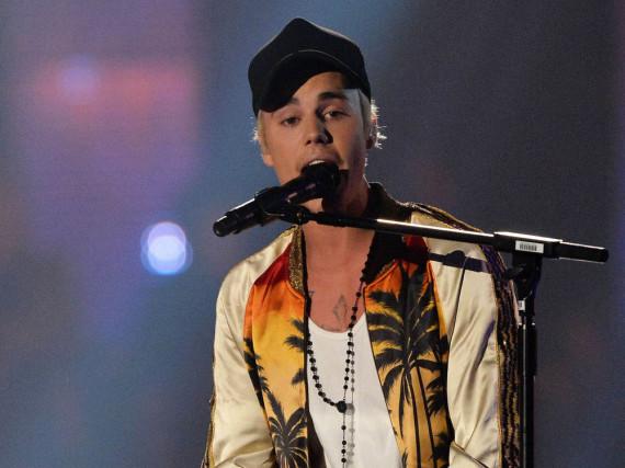 Justin Bieber bei seinem Auftritt während der Brit Awards 2016 in London