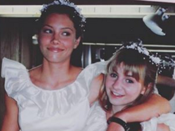 Jessica Biel (l.) und Beverly Mitchell spielten in