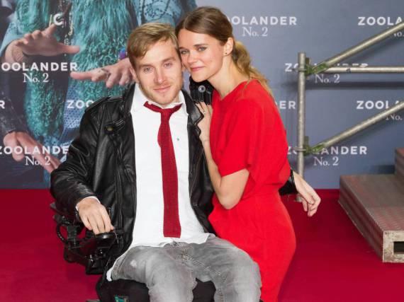 Samuel Koch und Sarah Elena Timpe bei einer Filmpremiere im Februar 2016