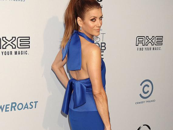 Mit diesem raffinierten Kleid ist Kate Walsh ein echter Hingucker