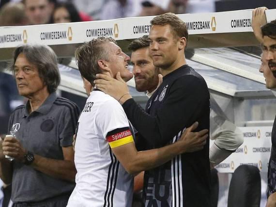 Der alte und der neue Kapitän: Bastian Schweinsteiger und Manuel Neuer
