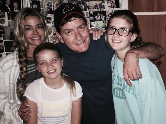 Charlie Sheen mit Ex-Frau Denise Richards und den gemeinsamen Töchtern