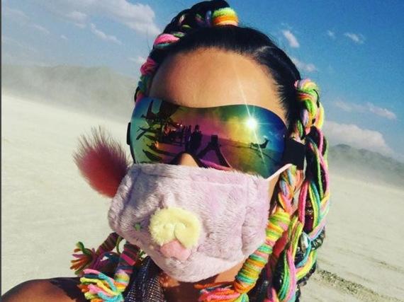 Inmitten von Hitze und Staub versprüht Katy Perry mit ihren