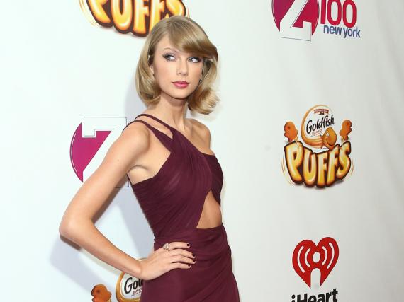 Taylor Swift scheint ihrer Beziehung mehr Aufmerksamkeit schenken zu müssen.