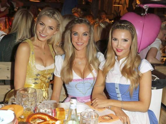 Strahlende Gesichter: Damit auch Sie wie Model Lena Gercke und ihre Freundinnen den Wiesn-Besuch in vollen Zügen genießen können, sollten Sie vorher einige Maßnahmen treffen