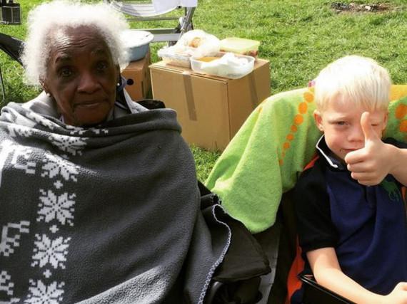 Generationen vereint: Lilly Becker postete dieses Foto ihrer Großmutter und ihres Sohnes Amadeus auf Instagram