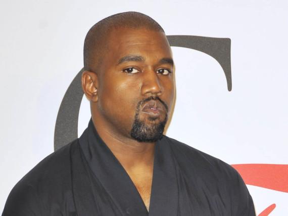 Bei einem Auftritt in New York City zeigte Kanye West Kritikern seinen Mittelfinger