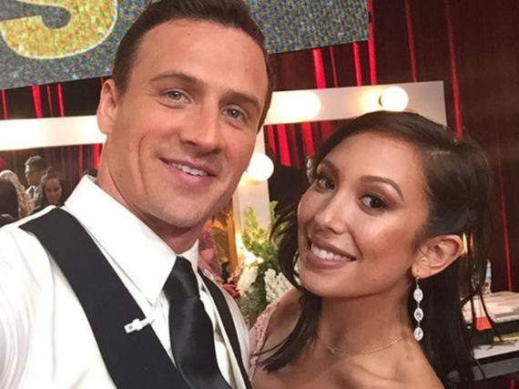 Ryan Lochte und seine Tanzpartnerin Cheryl Burke backstage bei