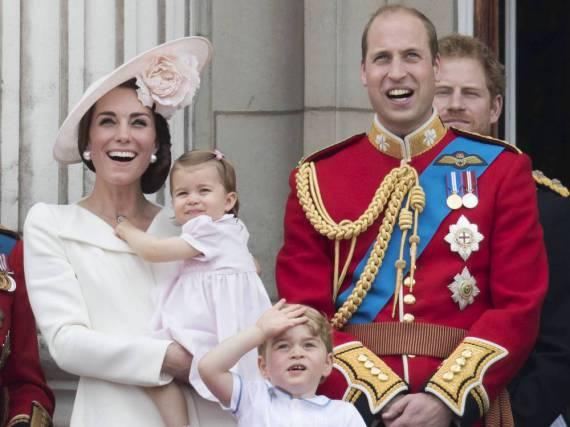 Die komplette Familie reist nach Kanada (v.l.n.r.): Herzogin Kate, Prinzessin Charlotte, Prinz George und Prinz William