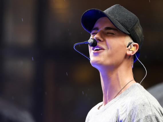 Auf der Bühne überzeugt Justin Bieber immer, egal ob hier für einen Auftritt im US-Fernsehen, oder im Live-Konzert in Berlin