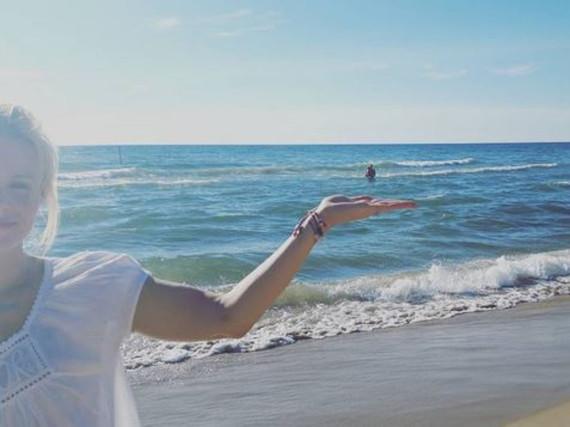 Kristen Bell verbringt den Tag mit ihrer Familie am Michigansee