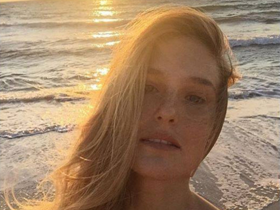 Bar Refaeli genießt ihre Zeit am Meer