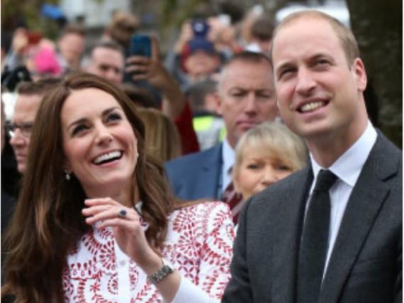 Gut gelaunt in Vancouver: Prinz William und seine Kate