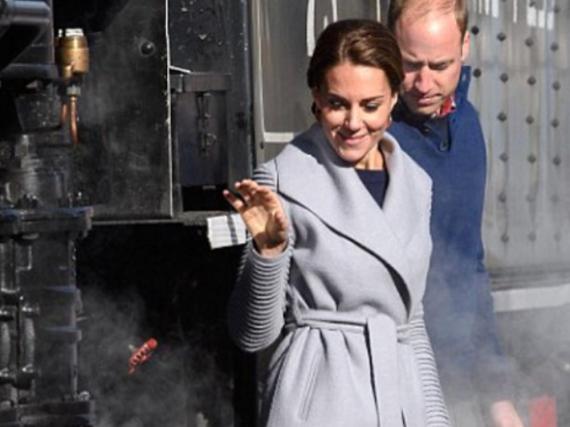 William und Kate hangeln sich in Kanada am Zug entlang