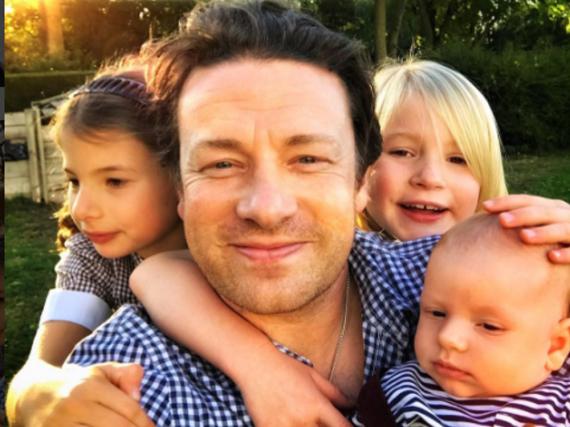 Jamie Oliver und drei seiner Kinder