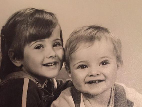 Jörn Schlönvoigt (rechts) als Kleinkind mit seiner Schwester Jenny