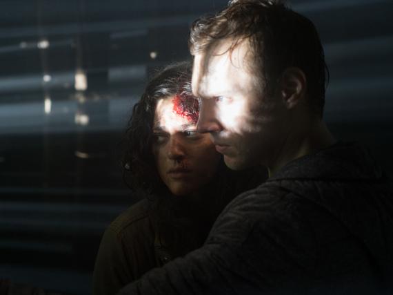 James (James Allen McCune) und Lisa (Callie Hernandez) sind auf der Flucht vor der Hexe von Blair