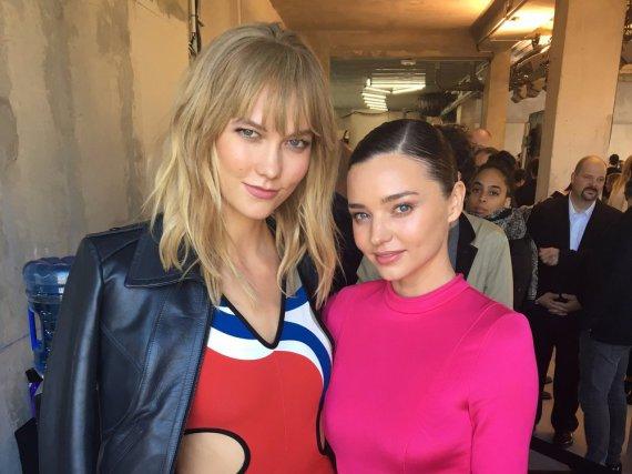 Topmodels unter sich: Karlie Kloss und Miranda Kerr bei der Paris Fashion Week