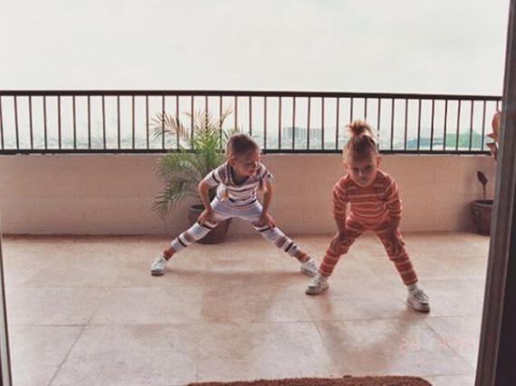 So süß waren die beiden heutigen Models Gigi (li.) und Bella Hadid damals