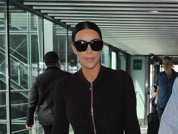 Kim Kardashian hat im Bekanntenkreis angeblich weitere Details über den Überfall von Paris preisgegeben