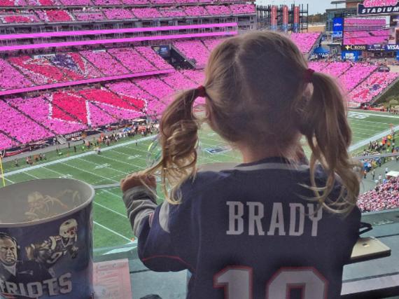 Tochter Vivian feuert ihren Papa Tom Brady an