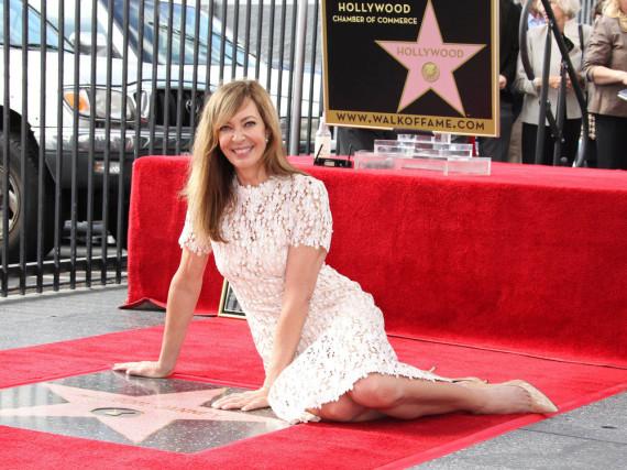 Serienstar Allison Janney hat ihren verdienten Stern auf dem Walk of Fame in Hollywood bekommen