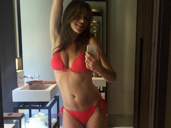 Dieses Selfie postete Elizabeth Hurley auf Instagram