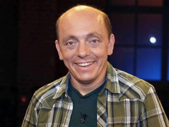 Schauspieler Bernhard Hoëcker ist kein Freund der jährlichen Zeitumstellung
