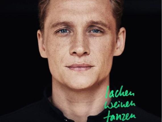 Das Cover von Matthias Schweighöfers erstem Album ist eine schlichte Portraitaufnahme des Schauspielers