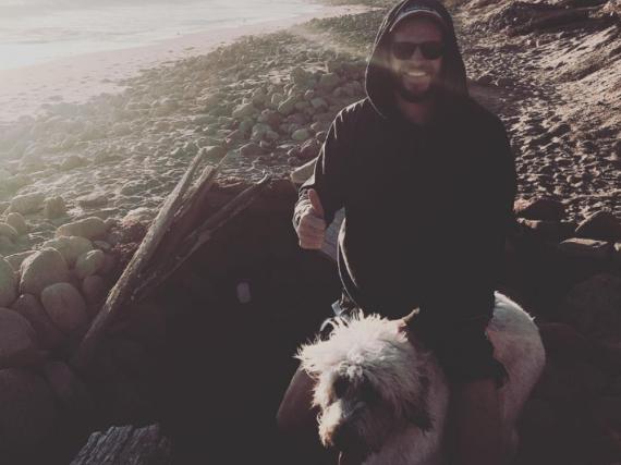 Liam Hemsworth mit seiner Hündin Dora