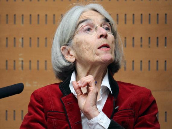 Donna Leon bei einer Veranstaltung in Spanien