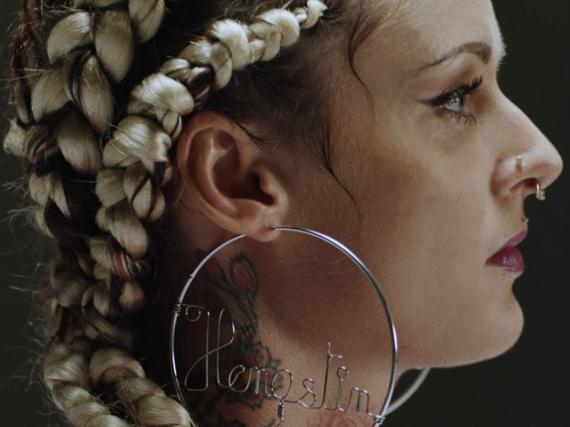 Jennifer Weist setzt sich im Song