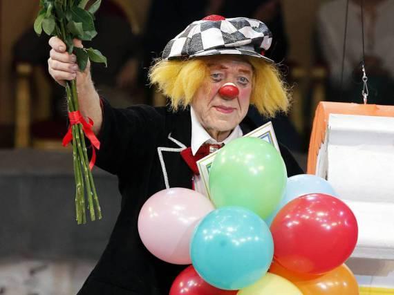 Oleg Popow in seinem weltbekannten Kostüm bei einem Auftritt im Februar