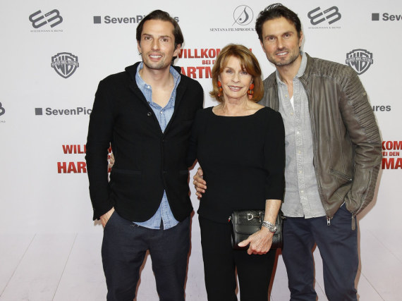 Senta Berger mit ihrem Sohn, Regisseur Simon Verhoeven (li.), und Filmproduzent Quirin Berg