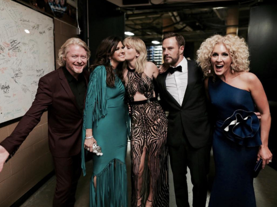 Die Countryband Little Big Town und Sängerin Taylor Swift bei den CMA Awards