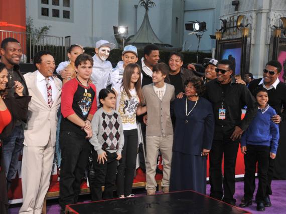 Der Jackson-Clan bei einer Gedenkveranstaltung für den 2009 verstorbenen Michael Jackson in Los Angeles