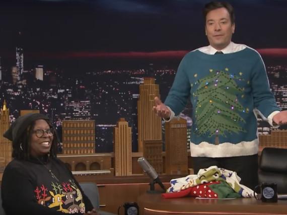 Whoopie Goldberg hat Weihnachts-Pullis designt - Jimmy Fallon hat einen Entwurf
