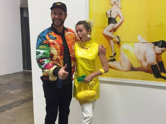 Miley Cyrus und ihr Verlobter Liam Hemsworth bei einer Ausstellung in