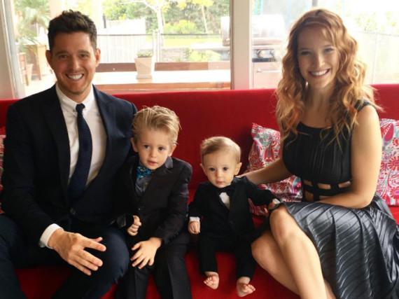 Michael Bublé mit seiner Frau Luisana und den Kindern Noah (l.) und Elias